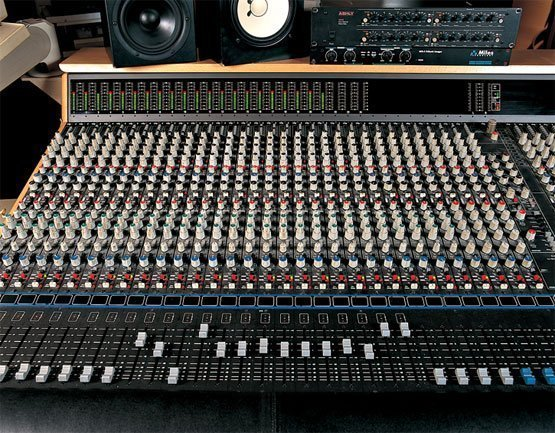 Estudio y grabaci n audiotest servicio t cnico for Mesa de mezclas fonestar